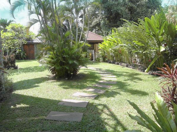 parts_of_the_garden_of_this_lavish_3-storey_mansion_between_pattaya_and_jomtien_1
