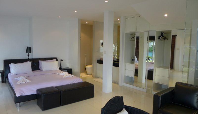plenty_of_room_in_this_bedroom_1