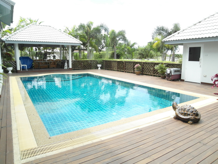 Noble 2 storey, 3 bedroom family residence with large pool