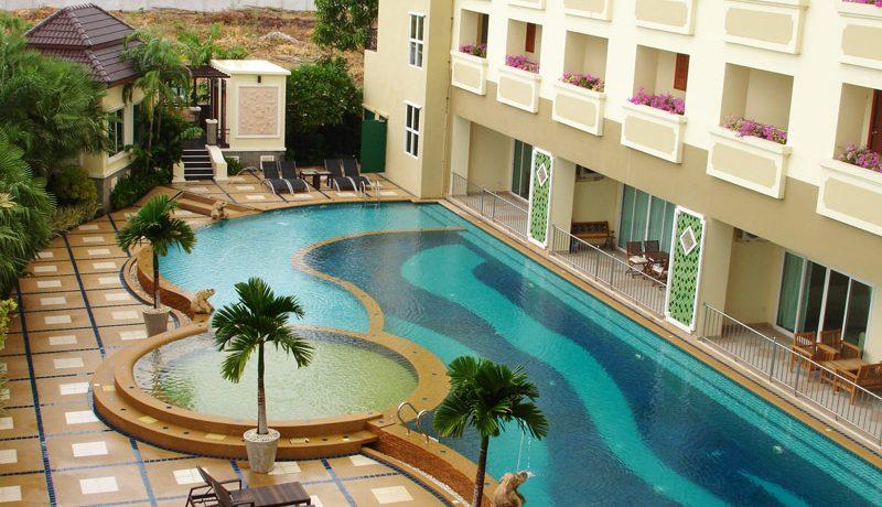 pool_area_of_this_luxury_1_bedroom_corner_unit__jomtien_2