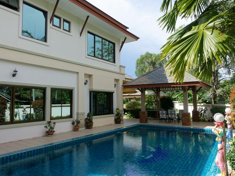 4 bedroom pool villa in top Estate Baan Amphur
