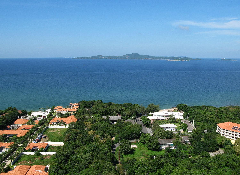 Upmarket condo on Pattaya's Pratumnak Hill, close to the beach