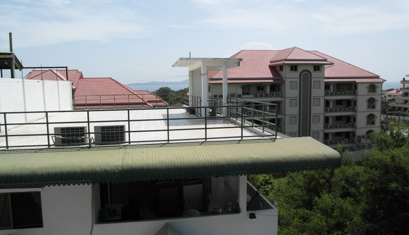 rooftop_views_at_this_established_guesthouse_pratumnak-hill__pattaya_1