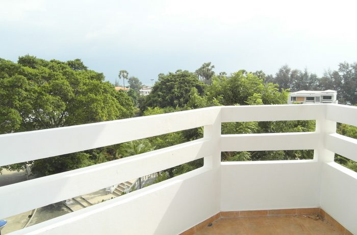 Front-corner beachfront 1-bedroom appartment at Jomtien Condotel