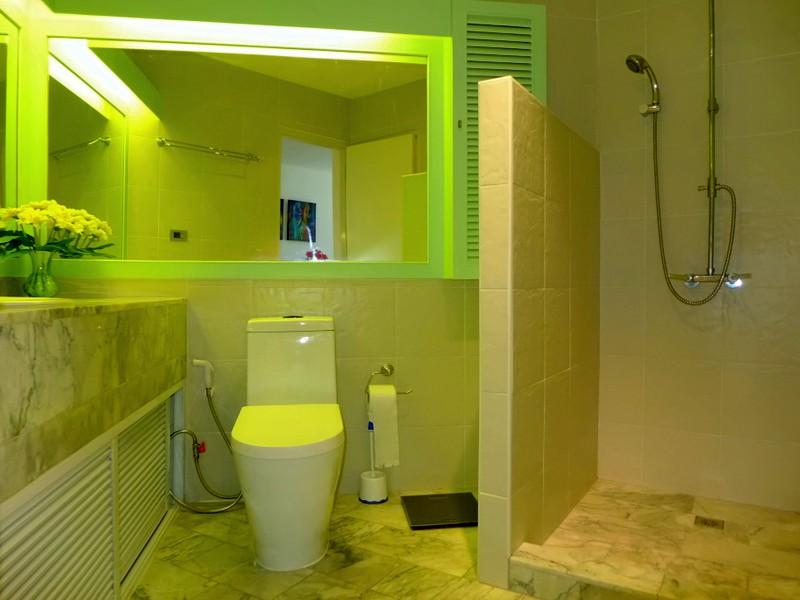 1 bedroom condo right at Wong-Amat Beach North Pattaya, newly refurbished