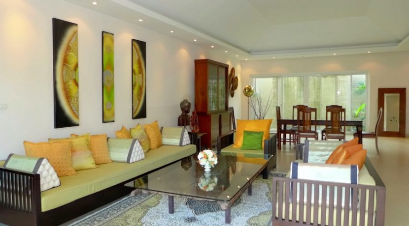 sofa_space_in_the_main_living-area_3