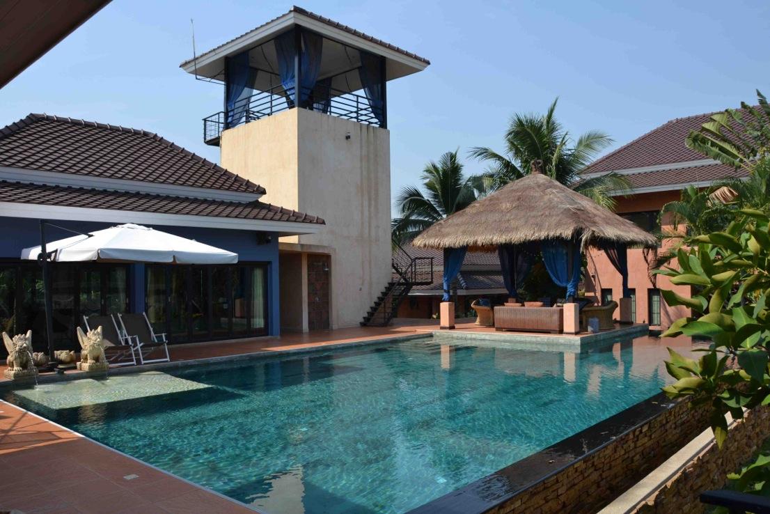 5 bedroom pool estate on 1.700 m2 hilltop above Mabprachan