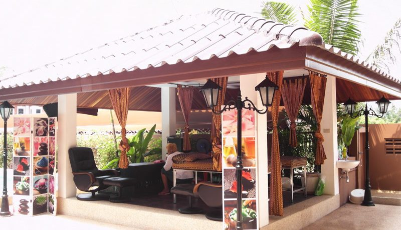 this splendid money earner is on sale for an attractive price. The resort offers 48 units in seven categories