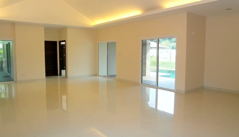 spacious_living_with_high_ceilings_at_this_new_spacious_pool_villa_with_4_bedrooms__east_pattaya_1