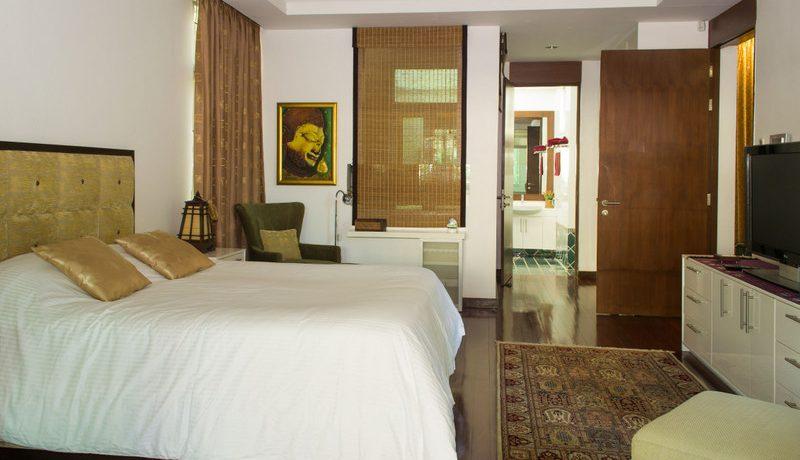 tastefully_furnished_bedroom_2