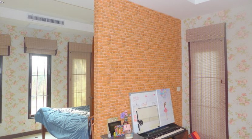 the_bedroom_of_one_of_the_kids_1