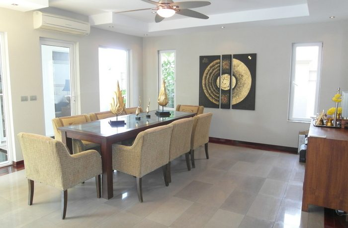 located only 10 minutes from the City Center. This classy pool villa comes fully furnished and equipped. The properties eye catcher - a large :...
