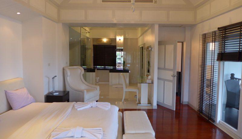 all with luxury en-suite :...