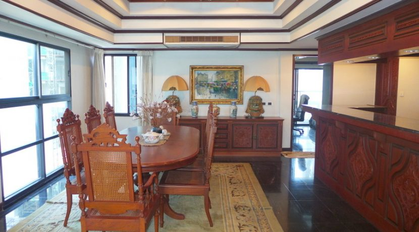 you need to value good old craftsmanship. In one of the very first condominium buildings