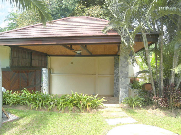 you find an impressive 3-storey tropical villa i :...