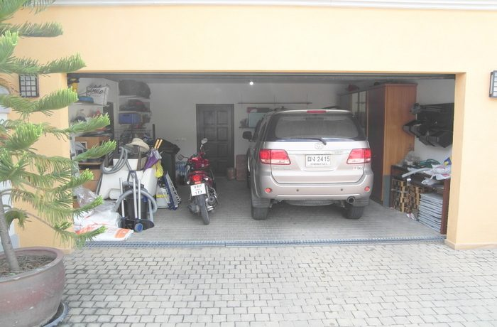 the_garage_offers_space_for_2_cars_1