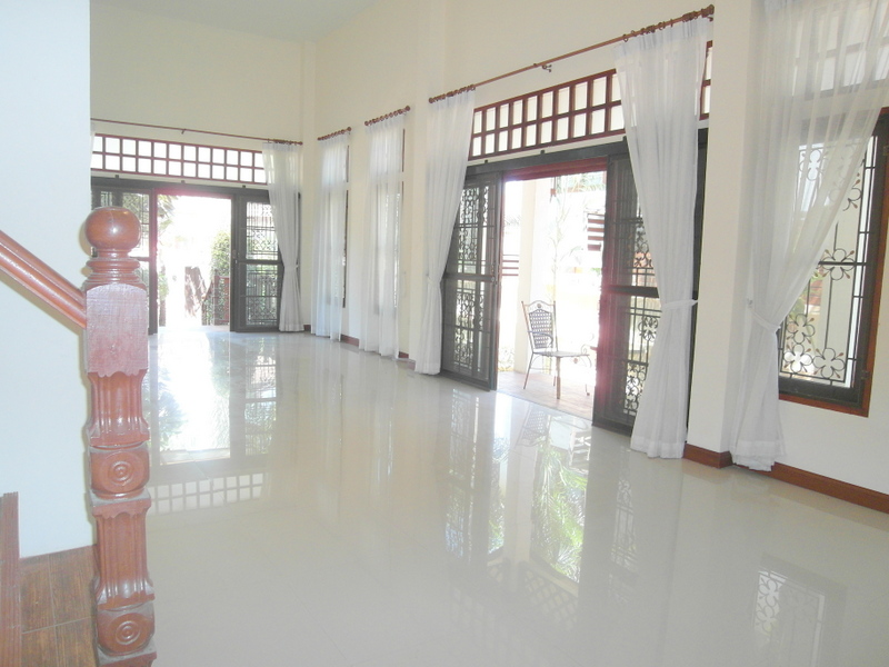 3 bedroom house in good village, just off Sukhumvit Road