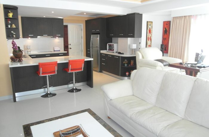 This modern and tastefully furnished apartment (137 sqm)