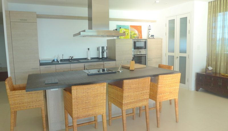 This modern and airy front-corner 2 bedroom condominium offers breathtaking views over the seas