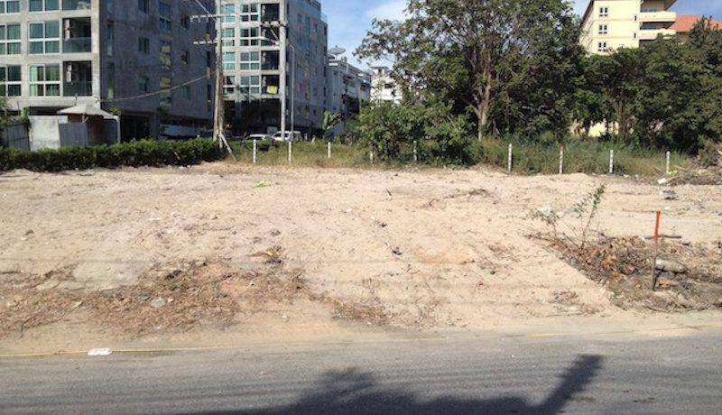 Corner-Plot Pratumnak with condo project plans for Sale