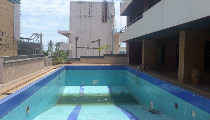 the_pool_area_with_seaviews_1