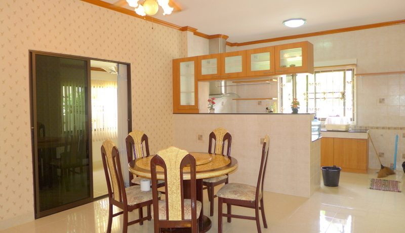 the_separate_dining_area_1