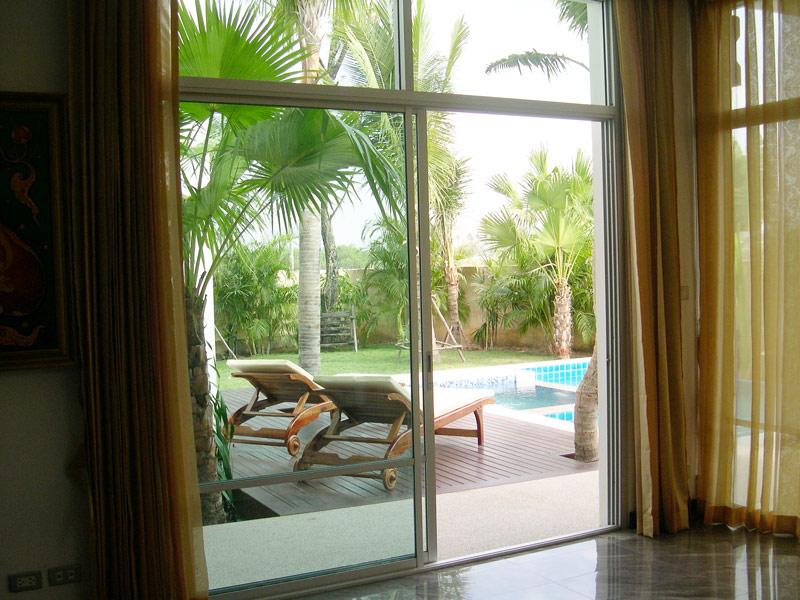 Nagawari: Secluded tropical 5 bedroom pool estate near Jomtien beach