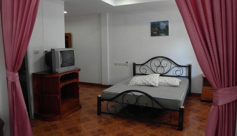 tv_corner_at_this_established_guesthouse_pratumnak-hill__pattaya_1