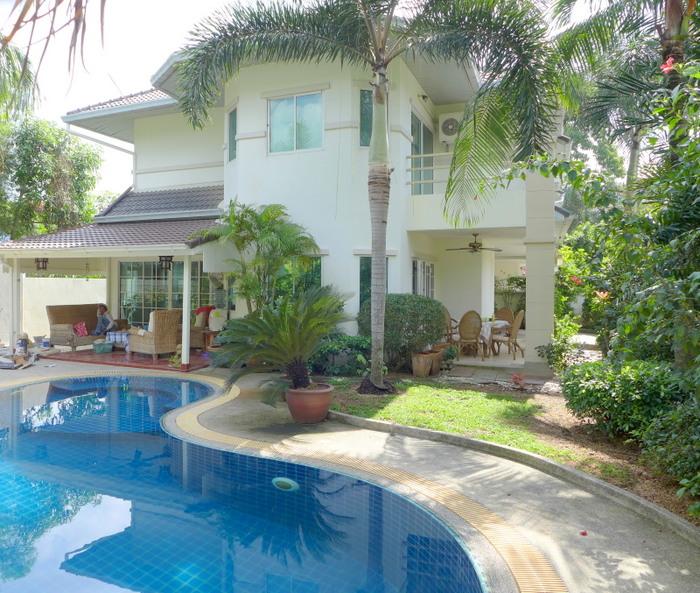 Modern 3 bedroom pool home in secure village
