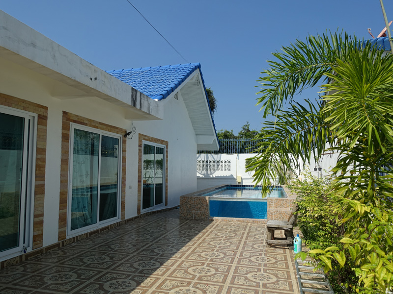 Investment property: 4 bedroom pool house at top location