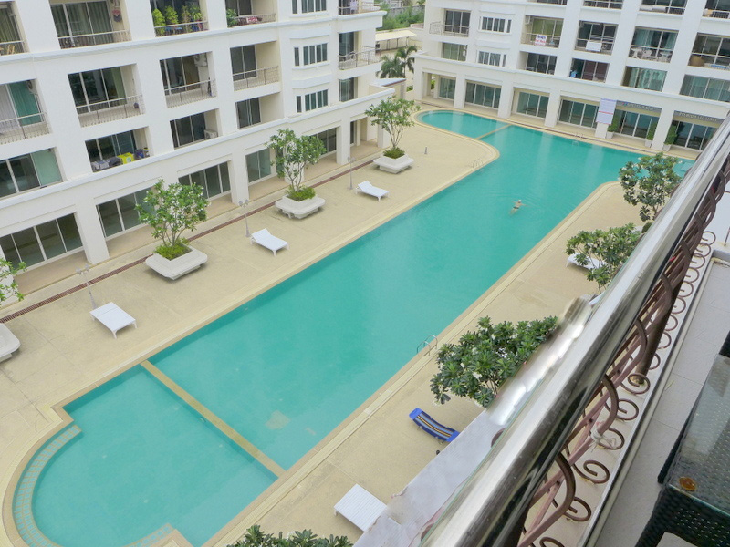 Modern 2 bedroom, 2 bathroom condo at Thepprasit/Thappraya location