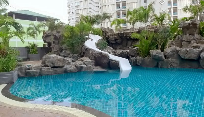 waterfalls__sliders_and_a_huge_pool_1