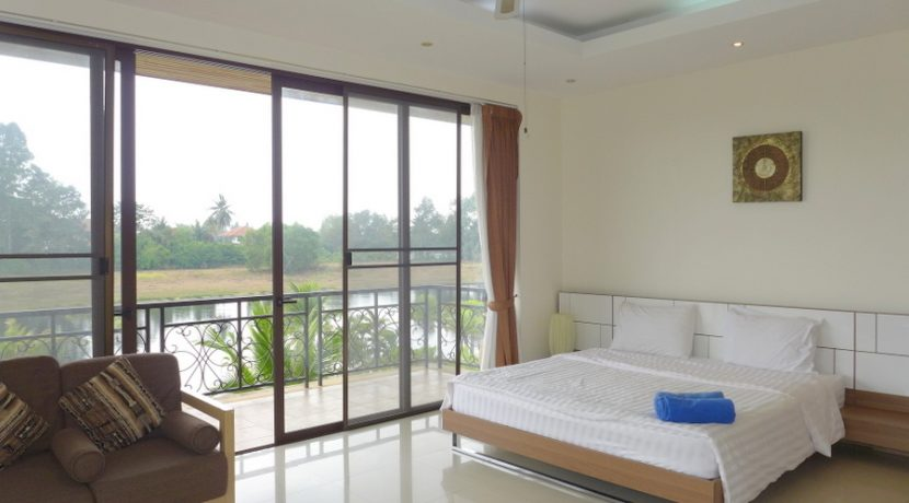 wonderful_views_from_the_upstairs_master_bedroom_1