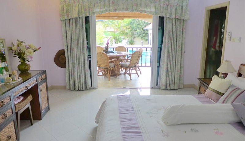 yet_another_generous_bedroom_5