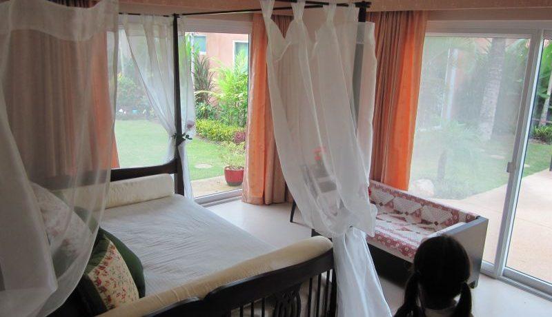 yet_another_lavish_bedroom_1