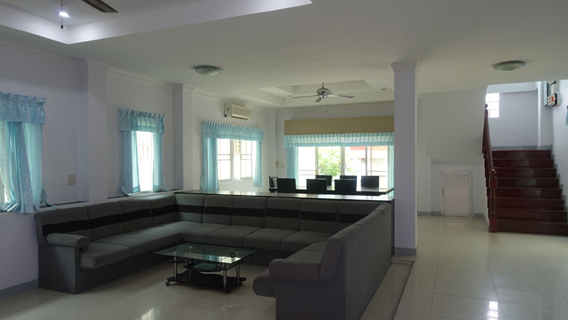 The_living-area_with_views_to_the_staircase