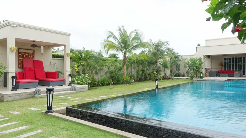 A_separate_Sala_overlooking_the_15_meter_pool