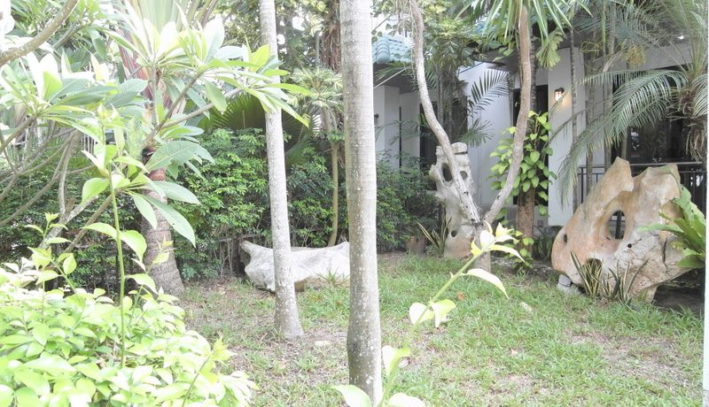 a_different_view_of_the_garden_area_of_this_3-bedroom_home_at_jomtien_yacht_club_1