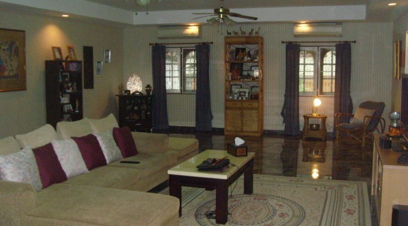 the_living-room_in_the_other_main_house_1