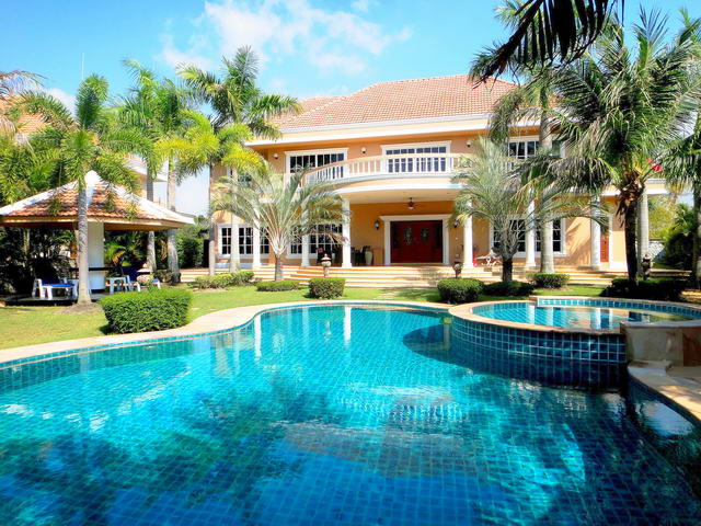 East Pattaya Mansion House Private Swimming Pool for Sale